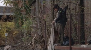 Us- Daryl considers covering Len's corpse