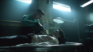 The Mask- Nygma examines body