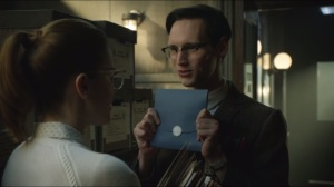 Welcome Back, Jim Gordon- Nygma has a greeting card for Miss Kringle