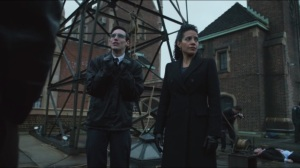 The Fearsome Dr. Crane- Essen, Nygma, and Bullock investigate the rooftop crime scene- Nygma has a riddle about holes