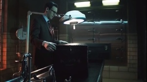 The Anvil or the Hammer- Nygma brings in a suitcase of body parts