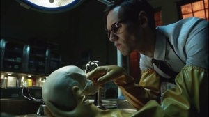 The Anvil or the Hammer- Nygma sticks his fingers in Tom's skull