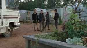 Knots Untie- Rick tells Andy that he's coming with the group to help them learn about Negan's compound