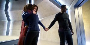 supergirl-group-hug