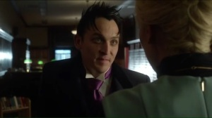 red-queen-oswald-tells-isabella-that-edward-was-once-in-arkham-for-murder
