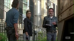service-arat-played-by-elizabeth-ludlow-tells-negan-that-alexandria-is-short-by-two-guns