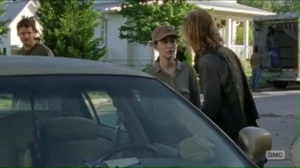 service-dwight-sends-rosita-and-spencer-to-find-daryls-bike