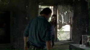 service-rick-tells-michonne-to-hand-over-her-rifle