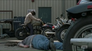 hearts-still-beating-daryl-snags-a-motorcycle-after-killing-fat-joseph