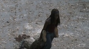 sing-me-a-song-michonne-drags-a-walker