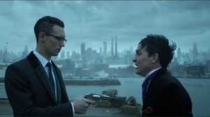 the-gentle-art-of-making-enemies-nygma-holds-oswald-at-gunpoint