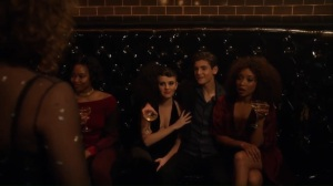 Pieces of a Broken Mirror- Selina finds Bruce at the Sirens' club- Fox, Gotham