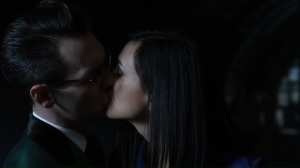 No Man's Land- Leslie and Riddler kiss- Gotham Fox DC