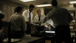 The Big Never- Wayne, Roland, and federal detectives go over Purcell ransom note- HBO, True Detective