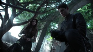 Trespassers- Bruce gets a seed from Ivy- Fox, Gotham, DC