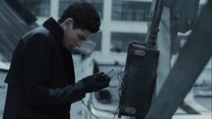 13 Stitches- Bruce resumes work on the box- Fox, Gotham