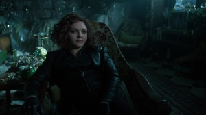 13 Stitches- Selina correctly guesses that Oswald is leaving Gotham- Fox, Gotham