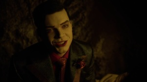 Pena Dura- Jeremiah tells Ecco that he needed Selina to stab him at least once- Fox, Gotham
