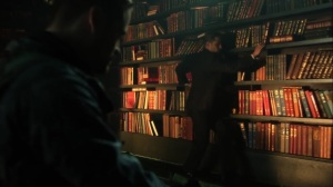 Pena Dura- Jim navigates Riddler's bookshelf to disarm the bomb- Fox, Gotham