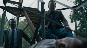 The Final Country- Wayne and Roland next to Tom Purcell's dead body- HBO, True Detective