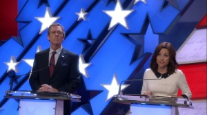 Pledge- Selina and Tom on the debate stage- Veep, HBO