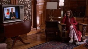 Oslo- Selina talks with Mike on the phone- Veep, HBO