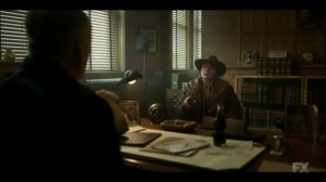 Raddoppiarlo- Dick 'Deafy' Wickware, played by Timothy Olyphant, speaks to the police captain- Fargo, FX